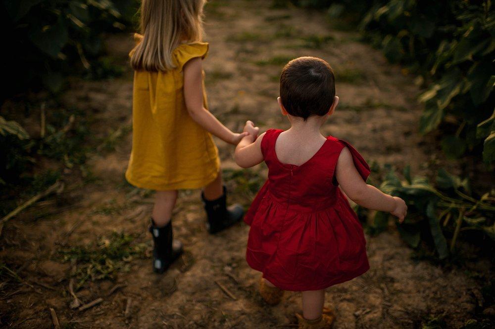 lauren-grayson-photography-cleveland-ohio-photographer-sunflower-fields-sunset-golden-hour-photo-shoot-mommy-and-me-family-child-photographer_0567.jpg
