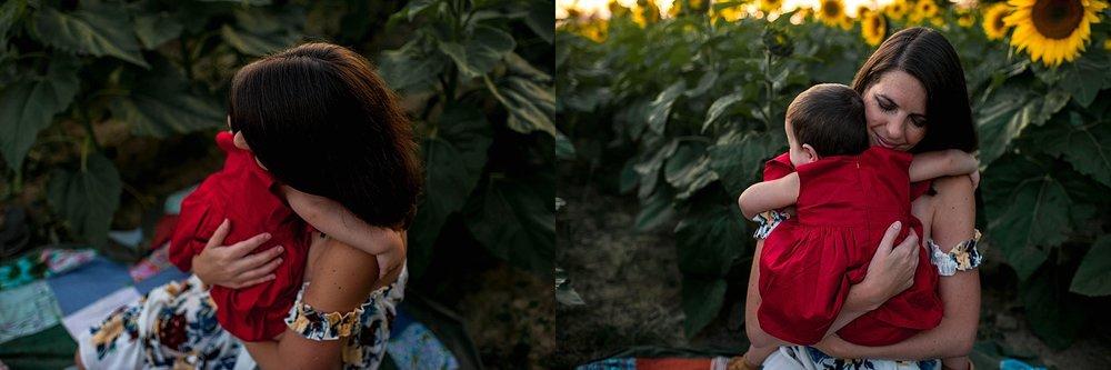 lauren-grayson-photography-cleveland-ohio-photographer-sunflower-fields-sunset-golden-hour-photo-shoot-mommy-and-me-family-child-photographer_0571.jpg