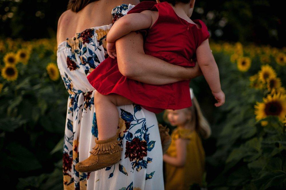 lauren-grayson-photography-cleveland-ohio-photographer-sunflower-fields-sunset-golden-hour-photo-shoot-mommy-and-me-family-child-photographer_0570.jpg