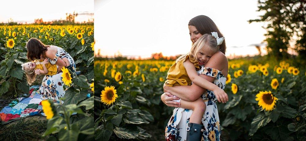 lauren-grayson-photography-cleveland-ohio-photographer-sunflower-fields-sunset-golden-hour-photo-shoot-mommy-and-me-family-child-photographer_0573.jpg