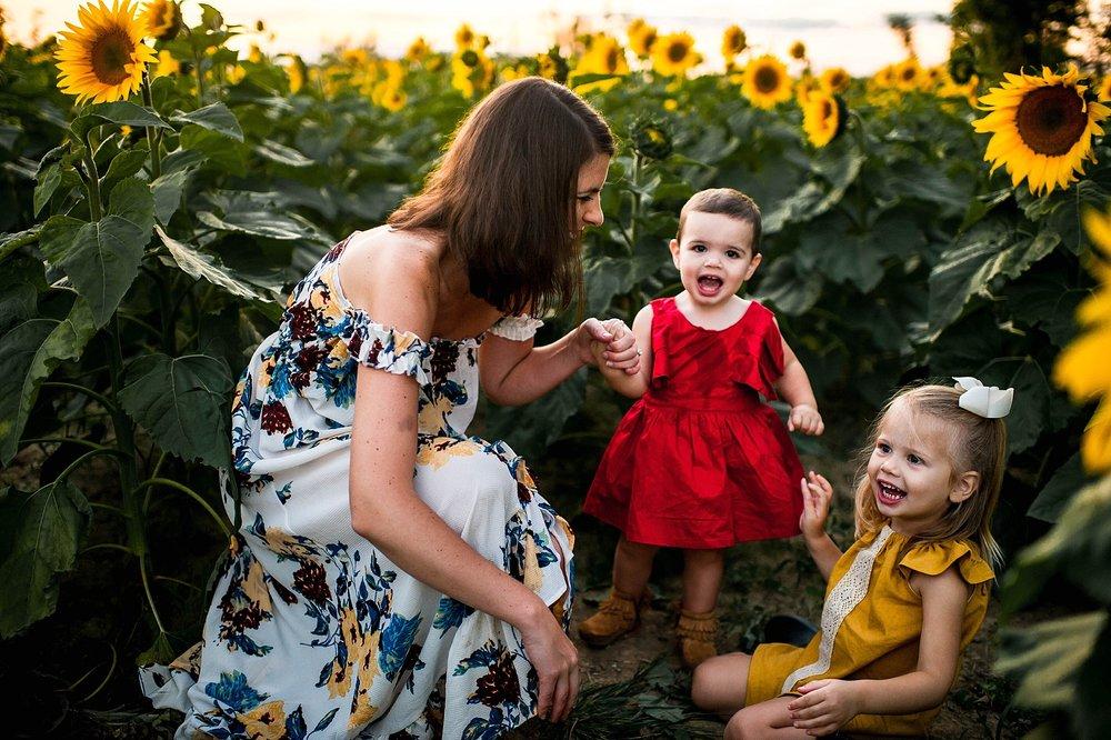 lauren-grayson-photography-cleveland-ohio-photographer-sunflower-fields-sunset-golden-hour-photo-shoot-mommy-and-me-family-child-photographer_0576.jpg