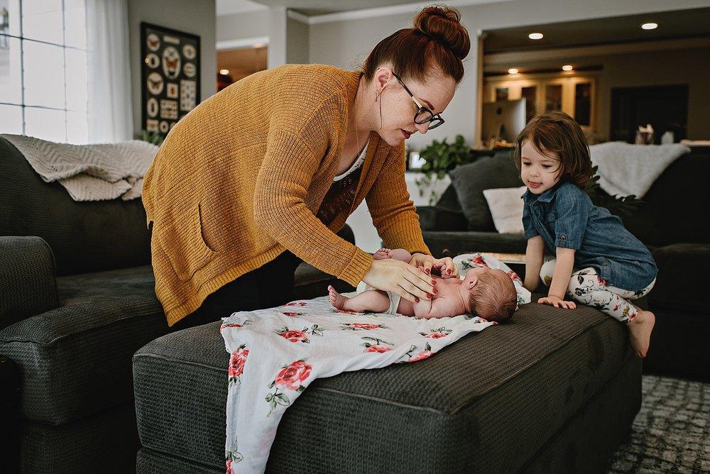lauren-grayson-photography-cleveland-ohio-photographer-newborn-session-in-home-lifestyle-josephine_0618.jpg