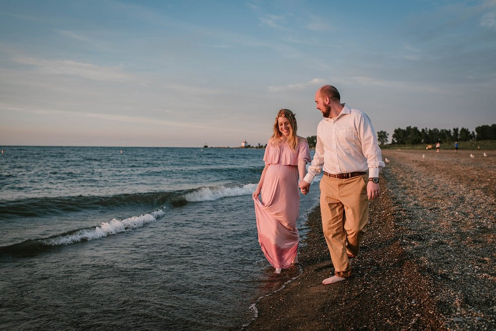 lauren-grayson-photography-cleveland-ohio-photographer-mentor-headlands-beach-maternity-session-2018_0748.jpg