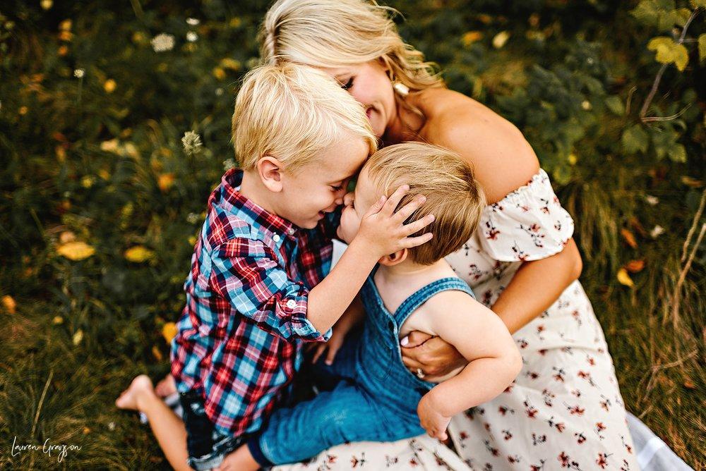 lauren-grayson-photography-cleveland-ohio-photographer-mentor-headlands-beach-maternity-session-2018_0781.jpg