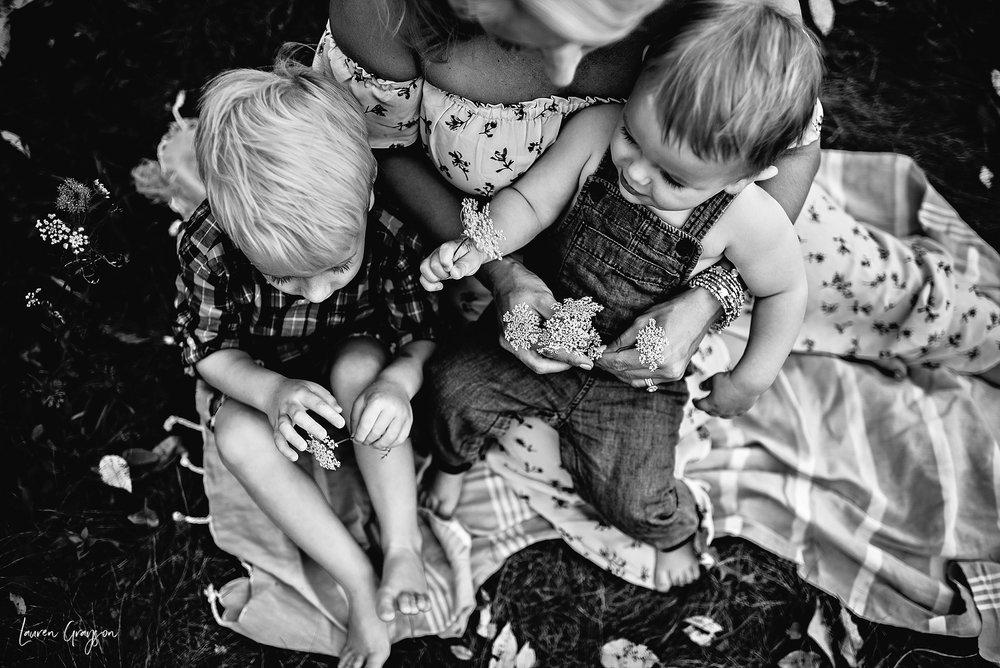 lauren-grayson-photography-cleveland-ohio-photographer-mentor-headlands-beach-maternity-session-2018_0784.jpg