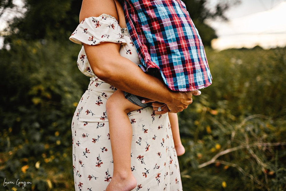 lauren-grayson-photography-cleveland-ohio-photographer-mentor-headlands-beach-maternity-session-2018_0790.jpg