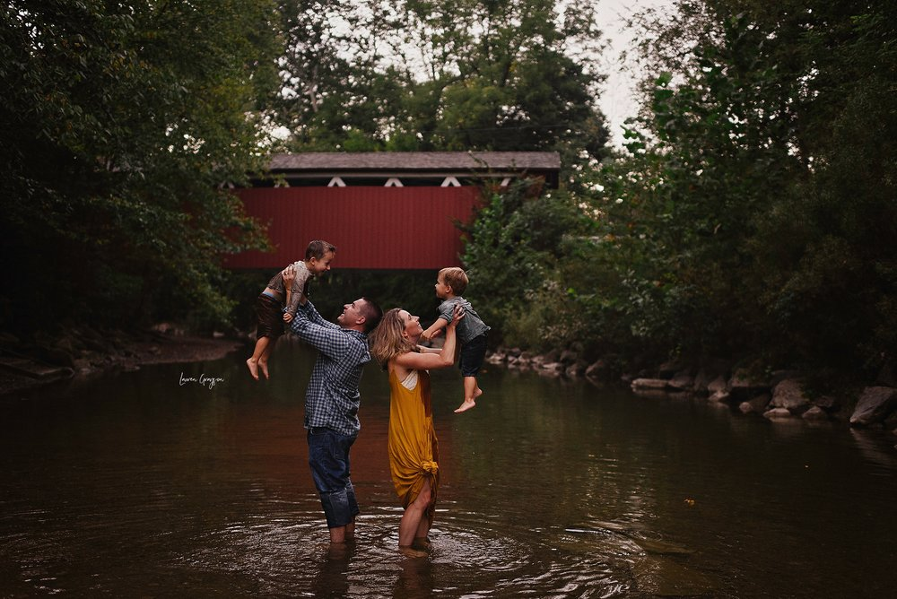 lauren-grayson-photography-ohio-photographer-AKRON-family-photos-miller-family-everett-road-covered-bridge_0924.jpg