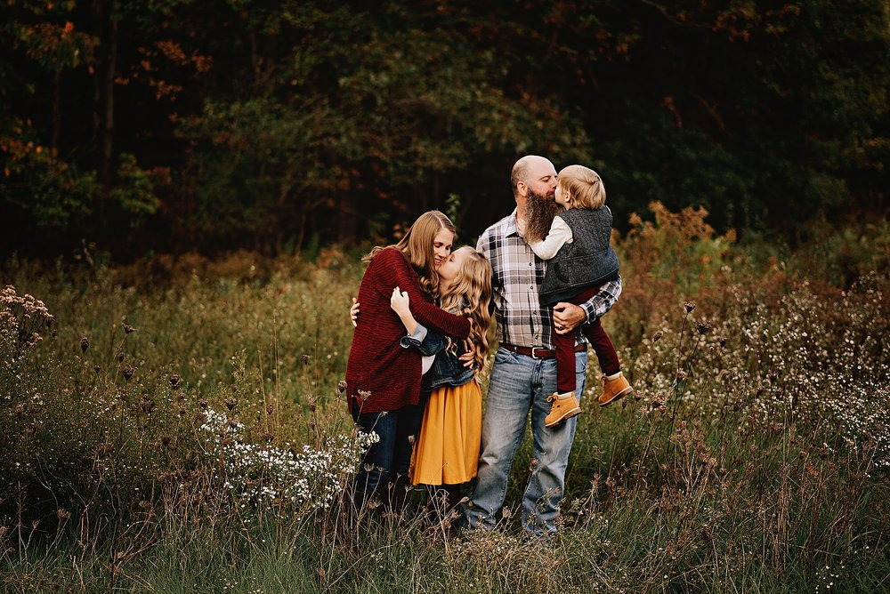 lauren-grayson-photography-akron-ohio-maternity-session-fall-family-photos-outdoors-dawson_0001.jpg