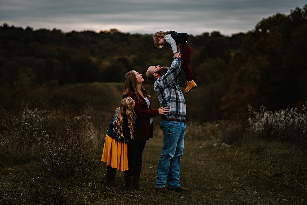 lauren-grayson-photography-akron-ohio-maternity-session-fall-family-photos-outdoors-dawson_0038.jpg