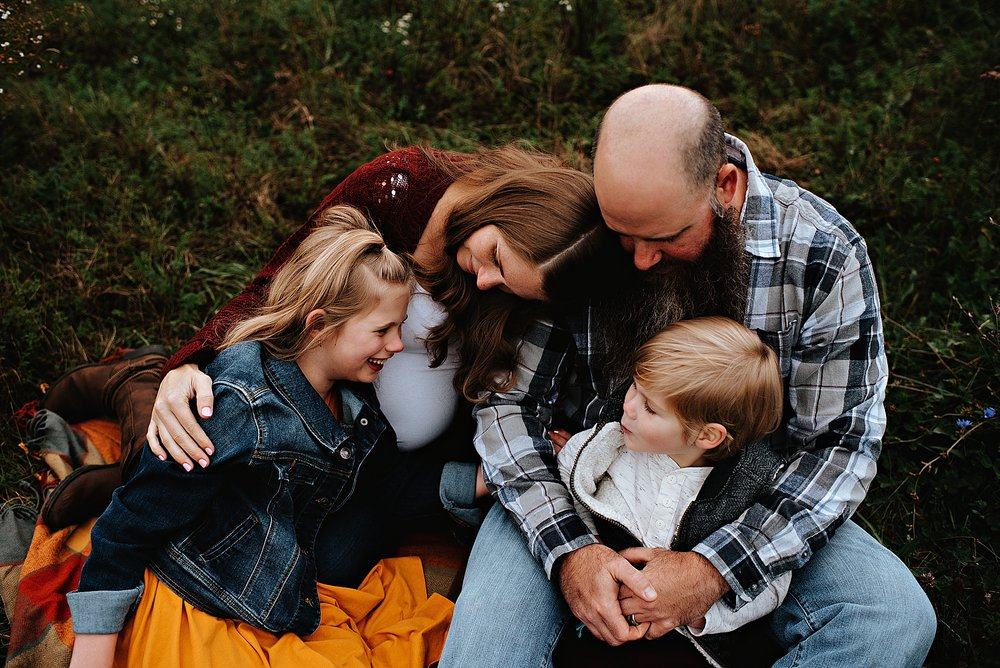 lauren-grayson-photography-akron-ohio-maternity-session-fall-family-photos-outdoors-dawson_0032.jpg