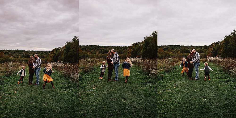 lauren-grayson-photography-akron-ohio-maternity-session-fall-family-photos-outdoors-dawson_0029.jpg