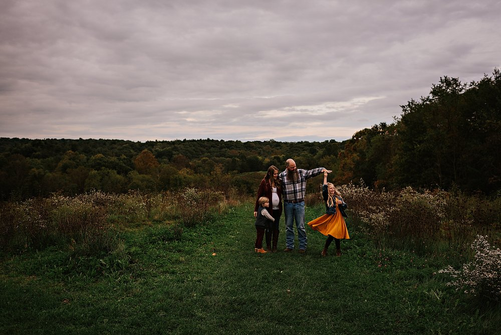 lauren-grayson-photography-akron-ohio-maternity-session-fall-family-photos-outdoors-dawson_0028.jpg