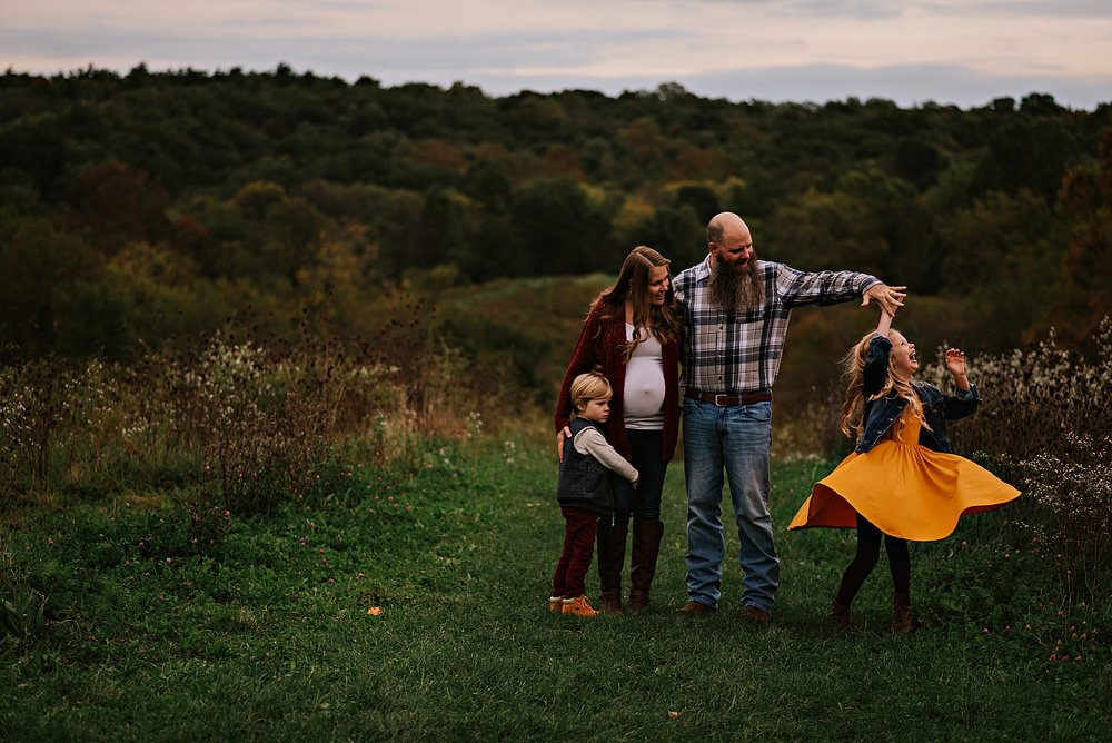 lauren-grayson-photography-akron-ohio-maternity-session-fall-family-photos-outdoors-dawson_0027.jpg