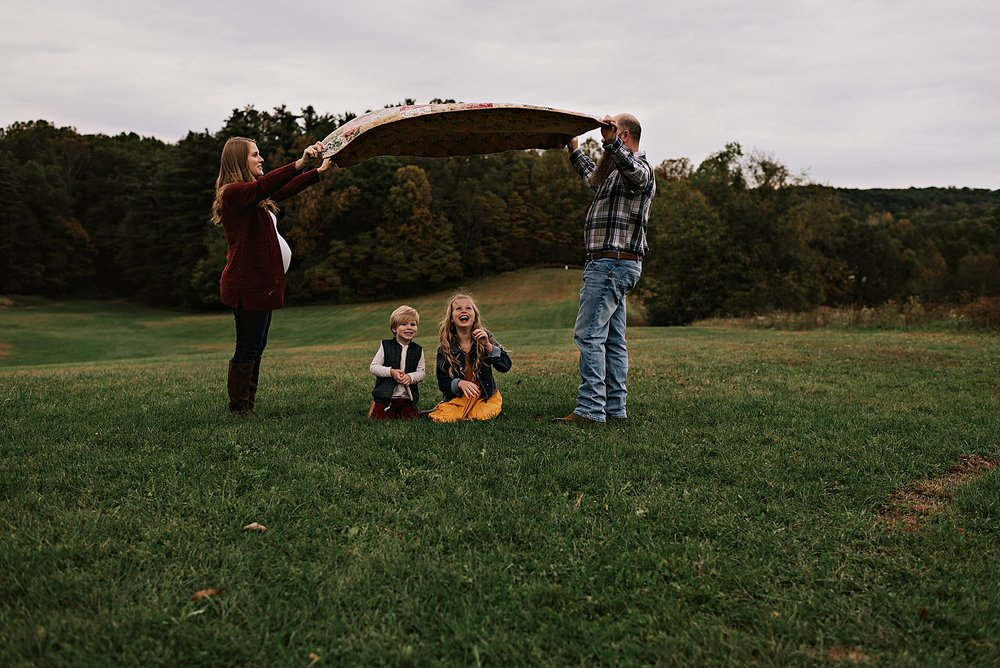 lauren-grayson-photography-akron-ohio-maternity-session-fall-family-photos-outdoors-dawson_0024.jpg