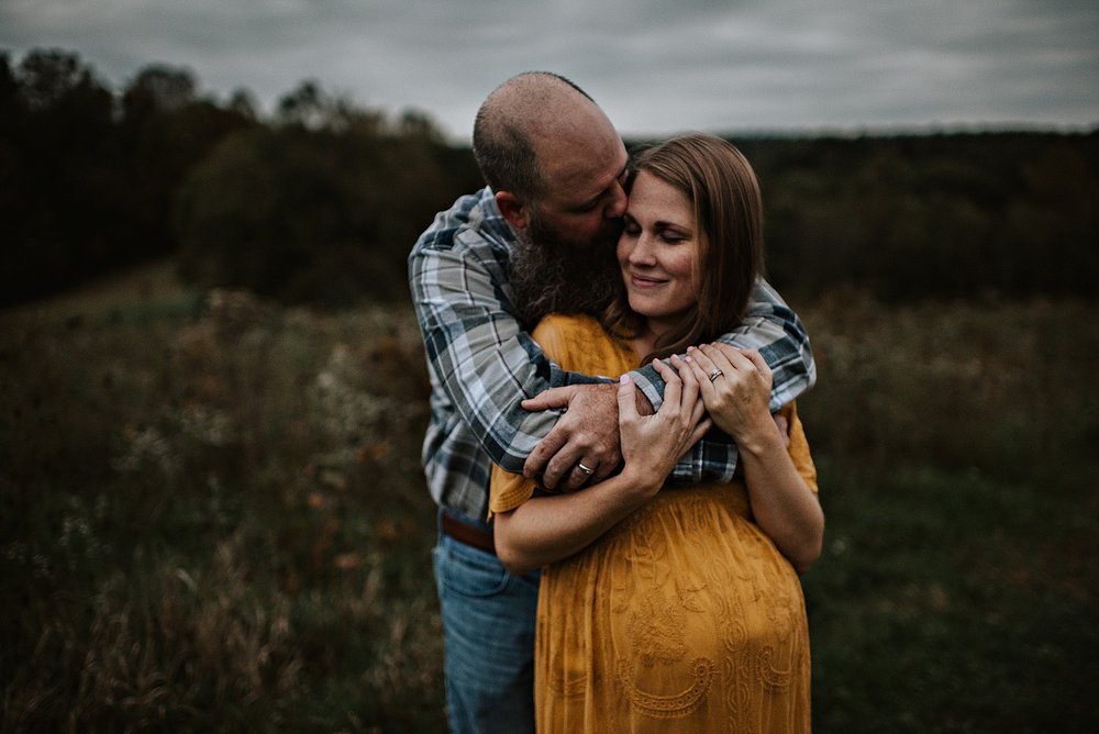 lauren-grayson-photography-akron-ohio-maternity-session-fall-family-photos-outdoors-dawson_0049.jpg