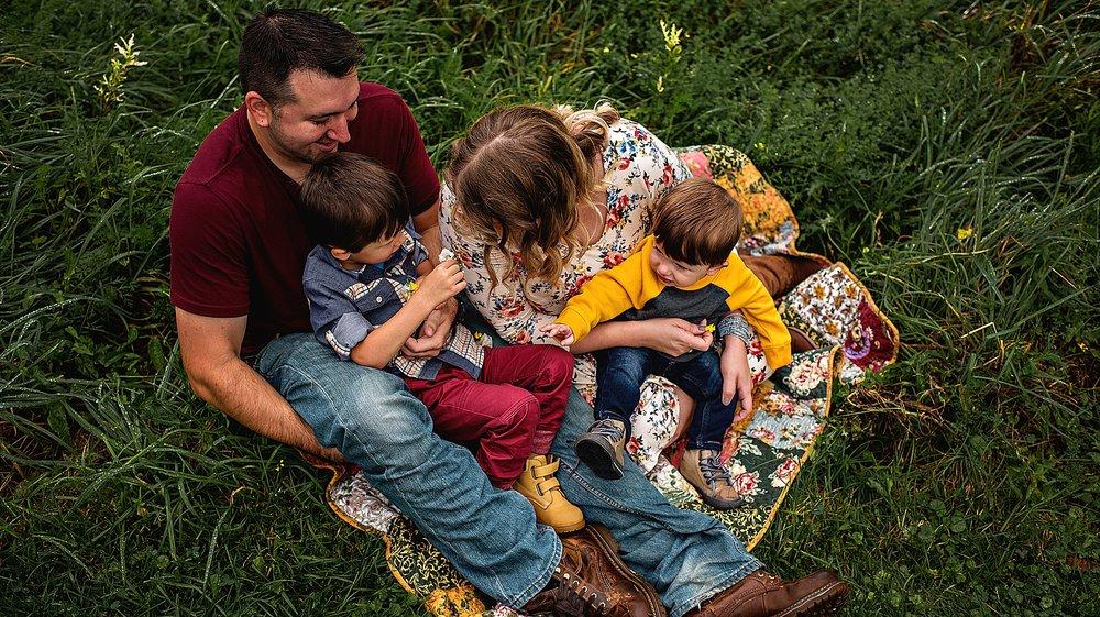 lauren-grayson-photography-akron-ohio-best-family-photos-2018-cleveland_0017.jpg