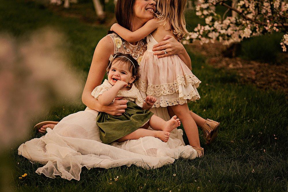lauren-grayson-photography-akron-ohio-family-photographer-spring-session-apple-orchard_0004.jpg