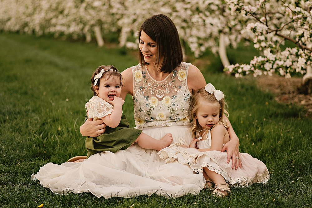 lauren-grayson-photography-akron-ohio-family-photographer-spring-session-apple-orchard_0001.jpg