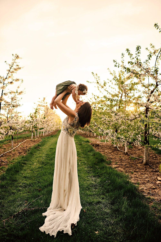 lauren-grayson-photography-akron-ohio-family-photographer-spring-session-apple-orchard_0014.jpg