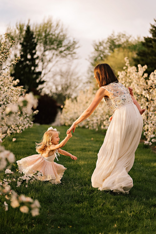 lauren-grayson-photography-akron-ohio-family-photographer-spring-session-apple-orchard_0012.jpg