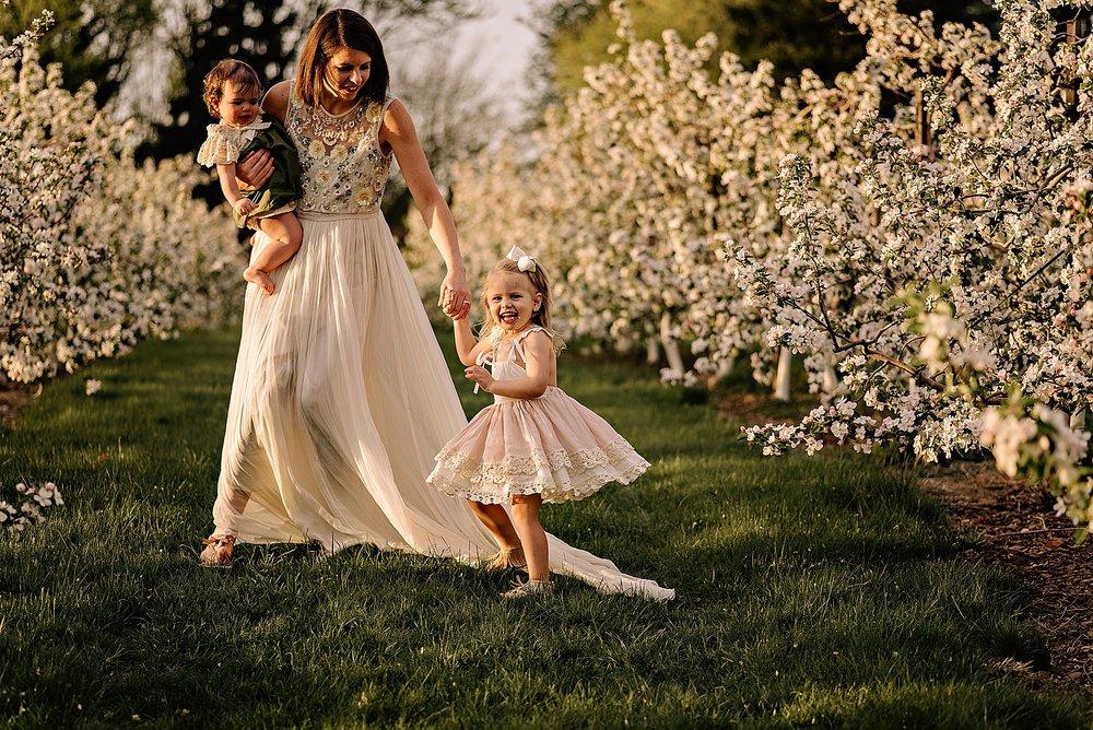lauren-grayson-photography-akron-ohio-family-photographer-spring-session-apple-orchard_0010.jpg