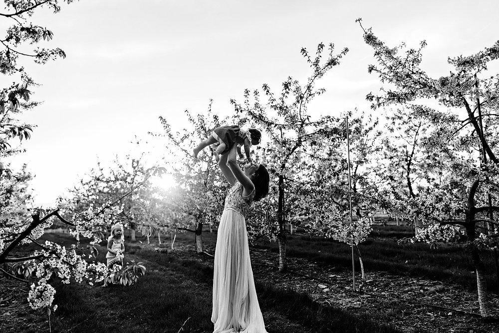 lauren-grayson-photography-akron-ohio-family-photographer-spring-session-apple-orchard_0023.jpg