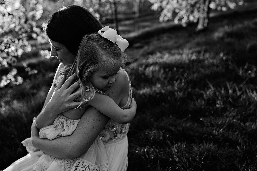 lauren-grayson-photography-akron-ohio-family-photographer-spring-session-apple-orchard_0021.jpg