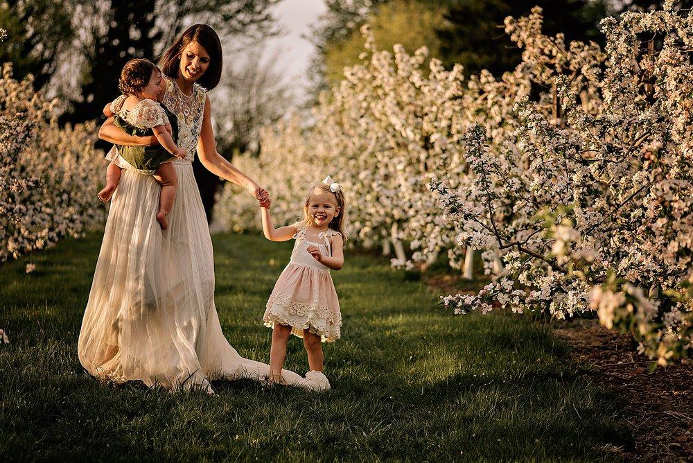 lauren-grayson-photography-akron-ohio-family-photographer-spring-session-apple-orchard_0020.jpg