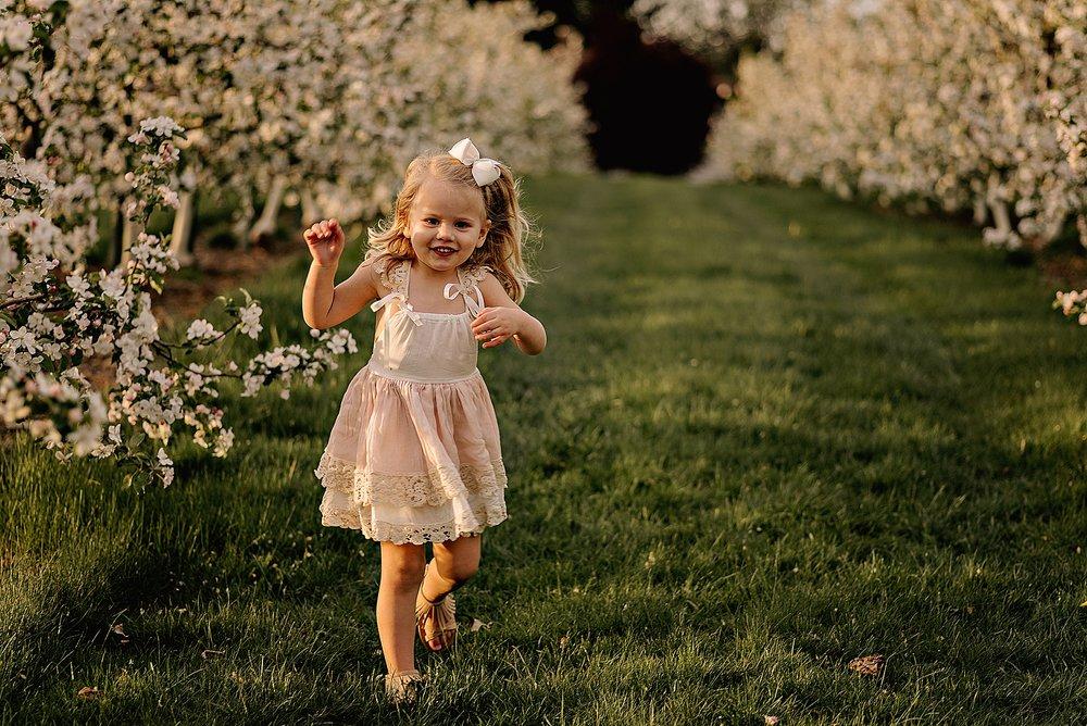 lauren-grayson-photography-akron-ohio-family-photographer-spring-session-apple-orchard_0019.jpg