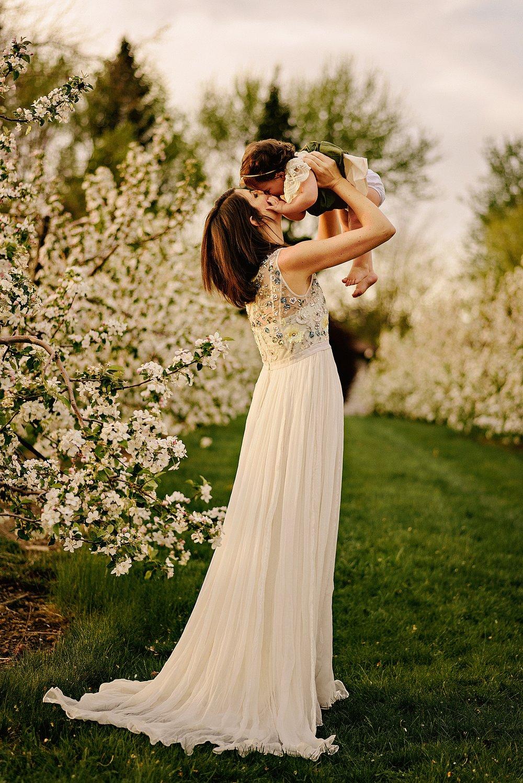 lauren-grayson-photography-akron-ohio-family-photographer-spring-session-apple-orchard_0018.jpg