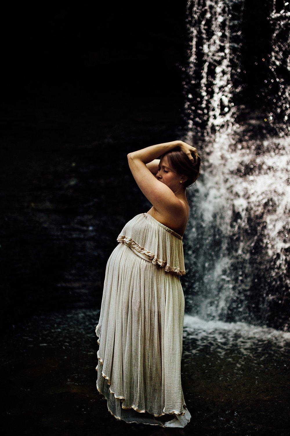lauren-grayson-photography-akron-ohio-maternity-photographer-waterfall-sarah-f_0013.jpg