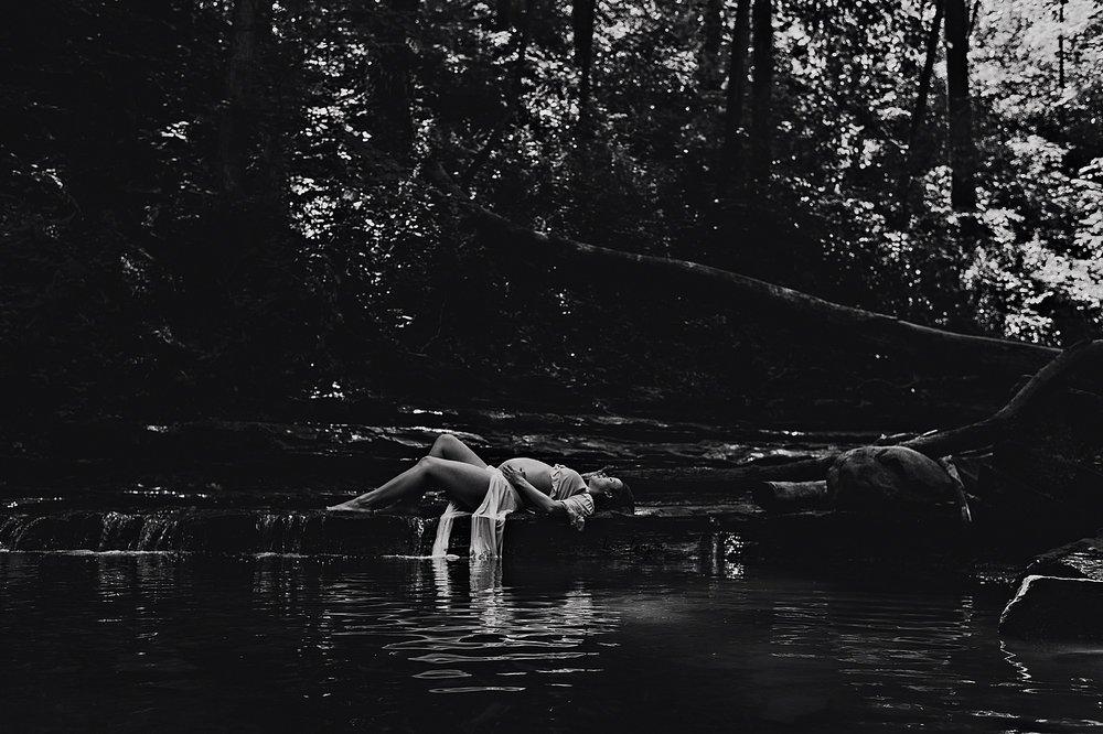 lauren-grayson-photography-akron-ohio-maternity-photographer-waterfall-sarah-f_0009.jpg
