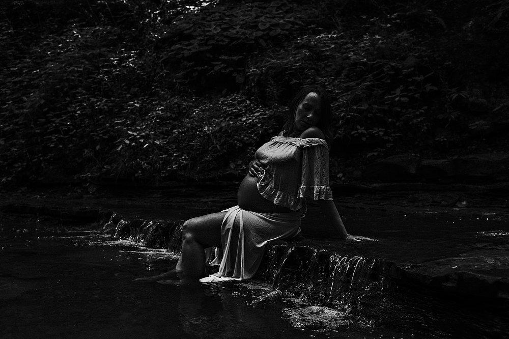 lauren-grayson-photography-akron-ohio-maternity-photographer-waterfall-sarah-f_0001.jpg