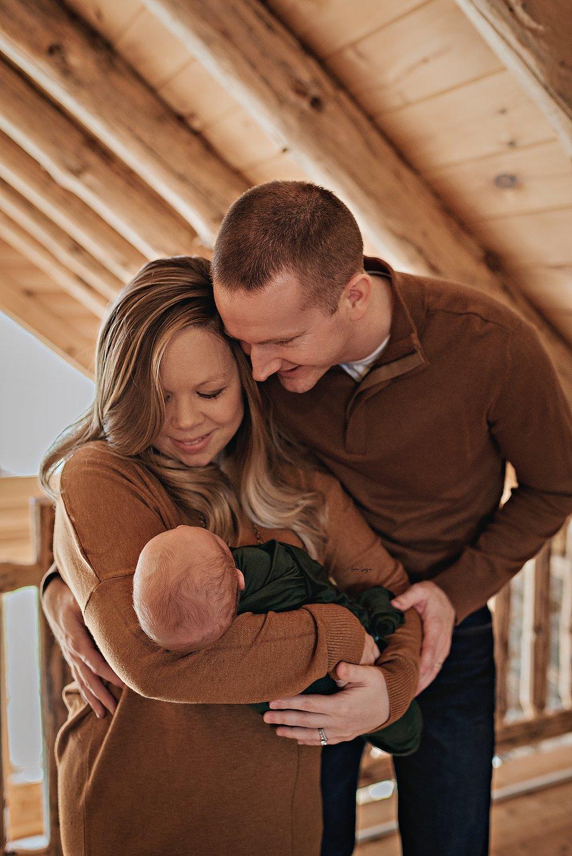 lauren-grayson-photography-cleveland-ohio-newborn-family-photographer-bekham-in-home-lifestyle_0034.jpg