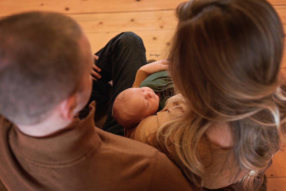 lauren-grayson-photography-cleveland-ohio-newborn-family-photographer-bekham-in-home-lifestyle_0029.jpg
