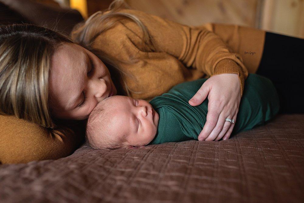 lauren-grayson-photography-cleveland-ohio-newborn-family-photographer-bekham-in-home-lifestyle_0011.jpg