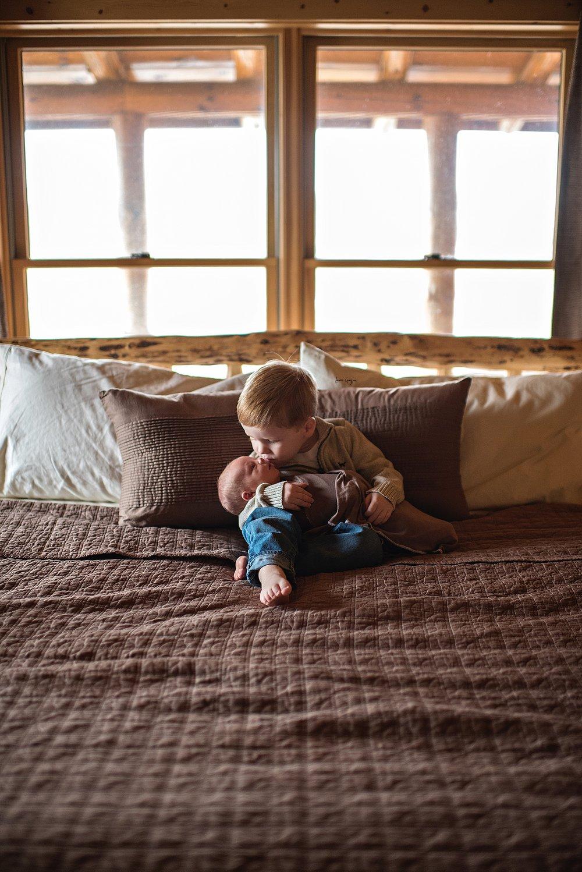 lauren-grayson-photography-cleveland-ohio-newborn-family-photographer-bekham-in-home-lifestyle_0004.jpg