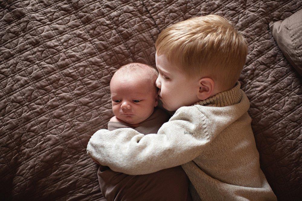 lauren-grayson-photography-cleveland-ohio-newborn-family-photographer-bekham-in-home-lifestyle_0002.jpg