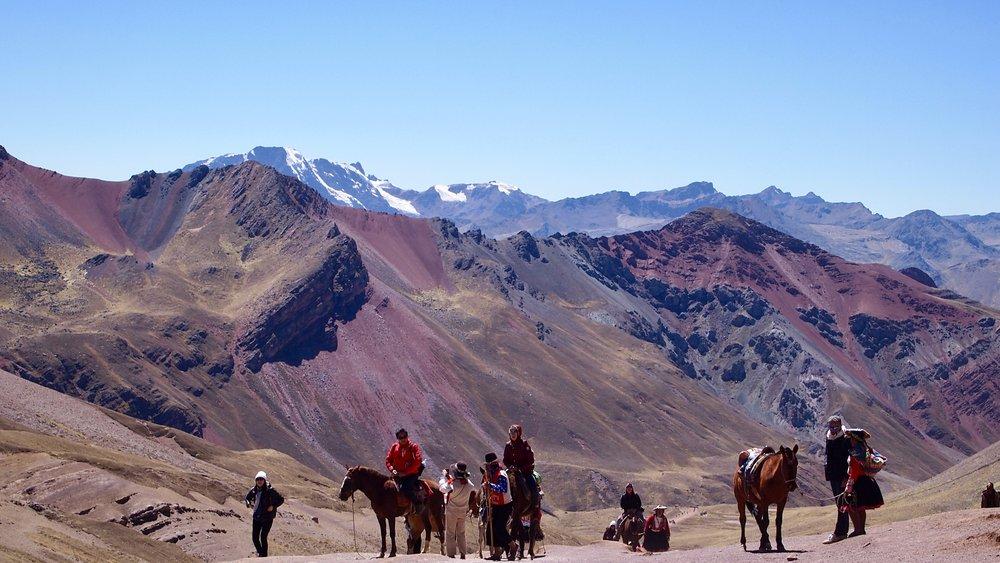 Taxi anyone? ( Halfway, mas o menos,to Rainbow Mountain, Peru )