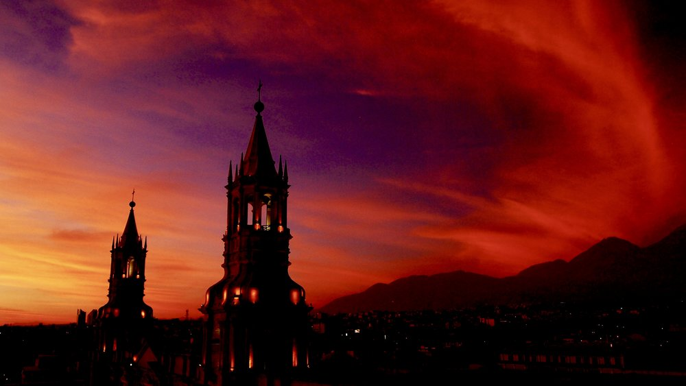 Sunset from Terraza Arequipa Suits Plaza Hotel ( Plaza de Armas, Arequipa, Peru )