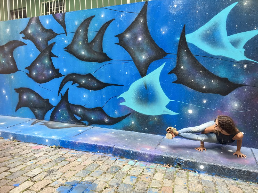 Playing around  (Beco do Batman, Vila Madalena, Sao Paulo, Brazil )