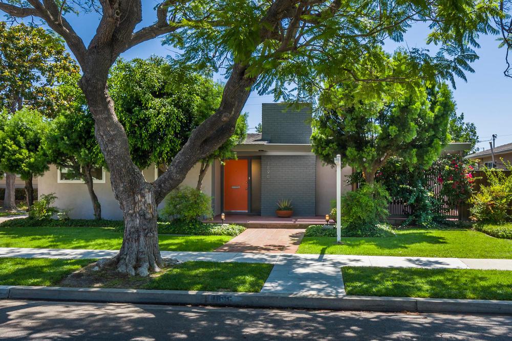 1896 N College Cir Long Beach-large-001-1-1869 College Circle-1500x1000-72dpi.jpg