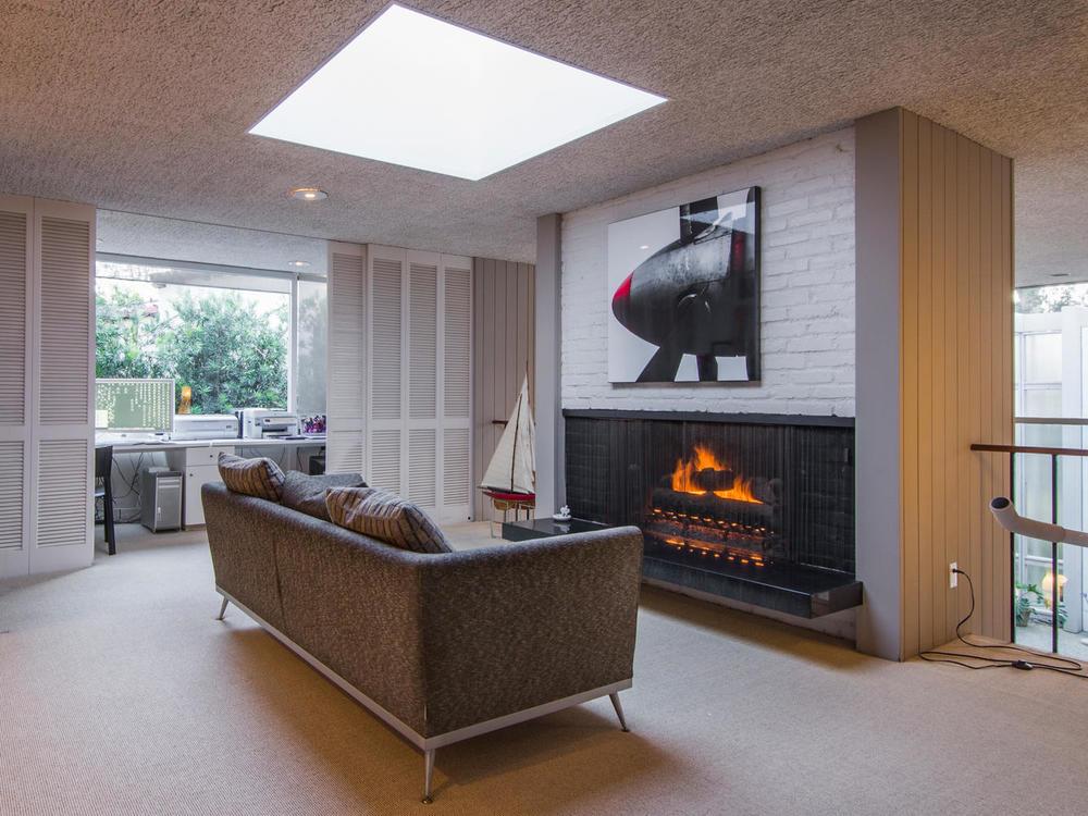 4204 Cedar Ave Long Beach CA-large-016-16-Upstairs Living Room-1333x1000-72dpi.jpg