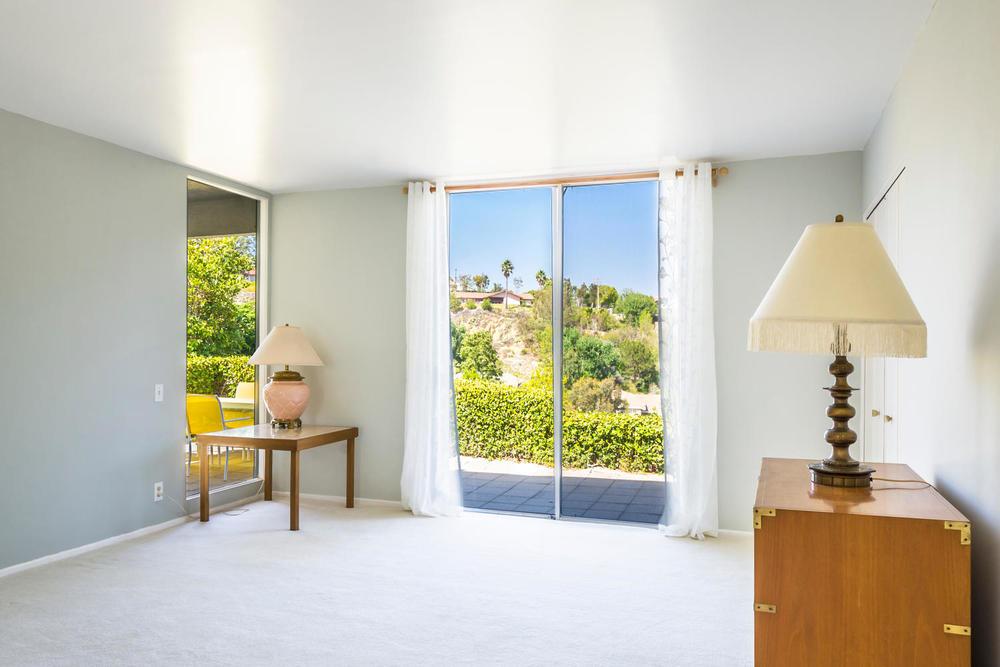 10362 Mira Vista Dr Santa Ana-large-010-10-Master Bedroom-1500x1000-72dpi.jpg