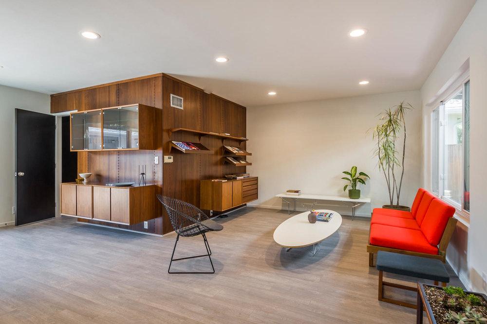 1896 N College Cir Long Beach-large-003-3-Living Room-1500x1000-72dpi.jpg