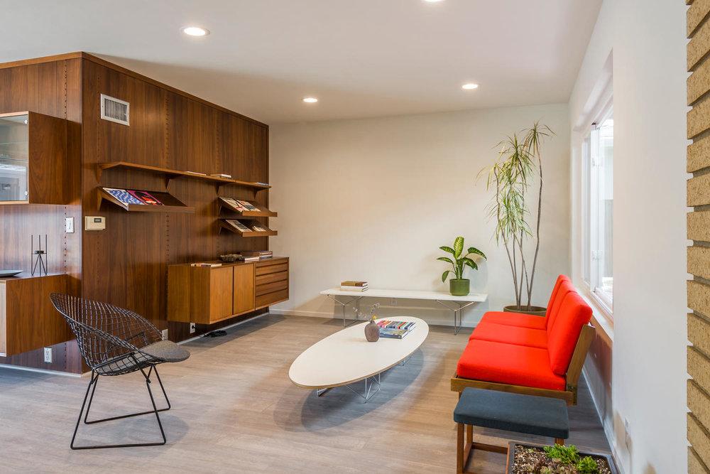 1896 N College Cir Long Beach-large-007-7-Living Room-1500x1000-72dpi.jpg