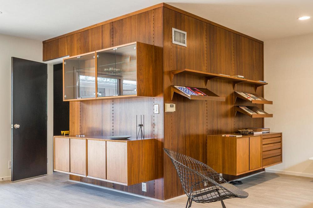 1896 N College Cir Long Beach-large-008-8-Bookcase Detail-1500x1000-72dpi.jpg