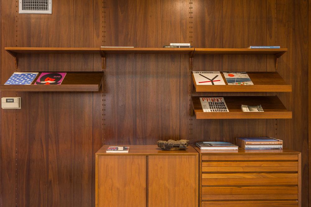 1896 N College Cir Long Beach-large-009-9-Bookcase Detail-1500x1000-72dpi.jpg