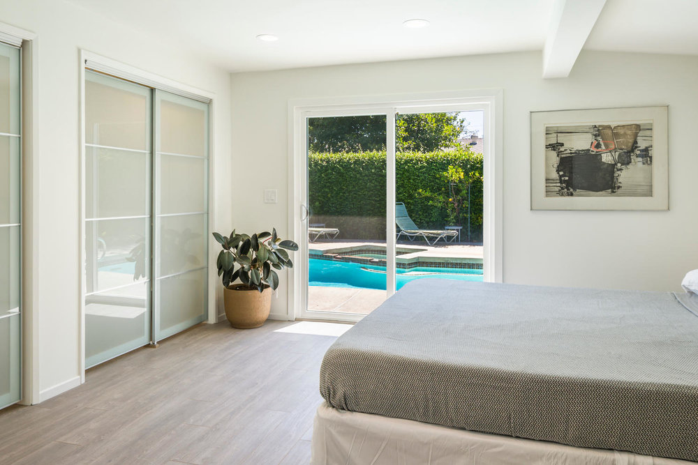 1896 N College Cir Long Beach-large-015-15-Master Bedroom-1500x1000-72dpi.jpg