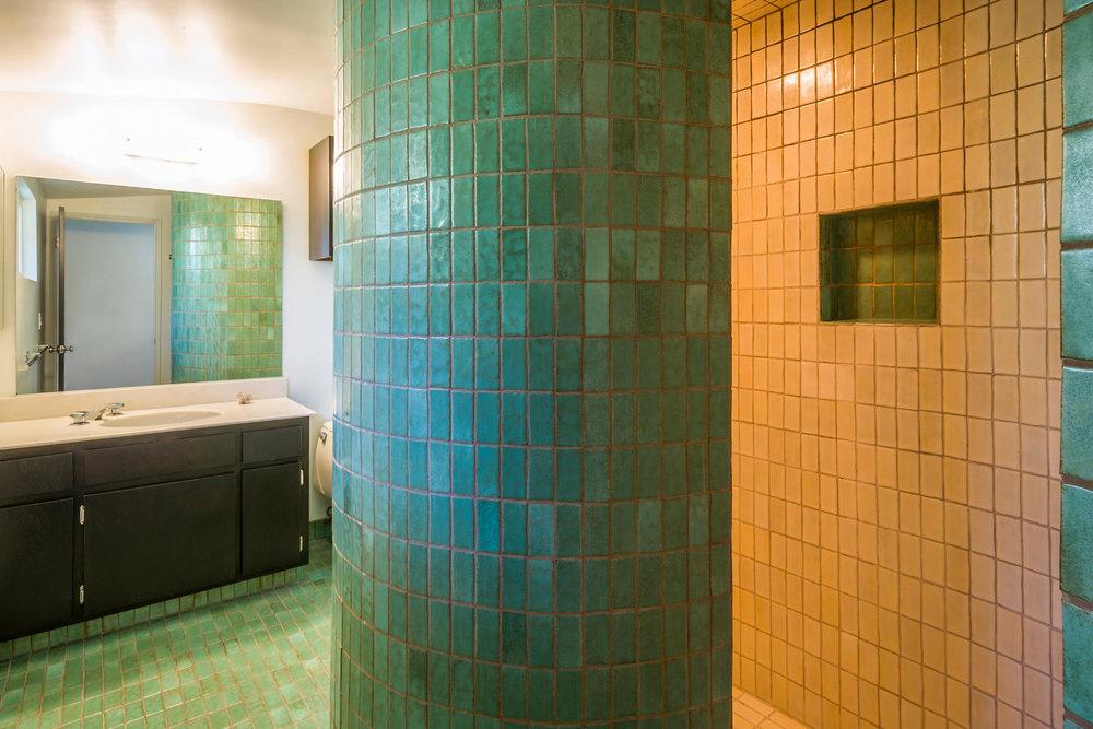 1896 N College Cir Long Beach-large-017-17-Master Bath-1500x1000-72dpi.jpg